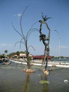 La India Guanaroca es una de las leyendas de los primeros pobladores de la región que actualmente toma el nombre de Cienfuegos.